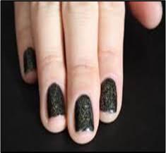 tendencias en uñas oscuras